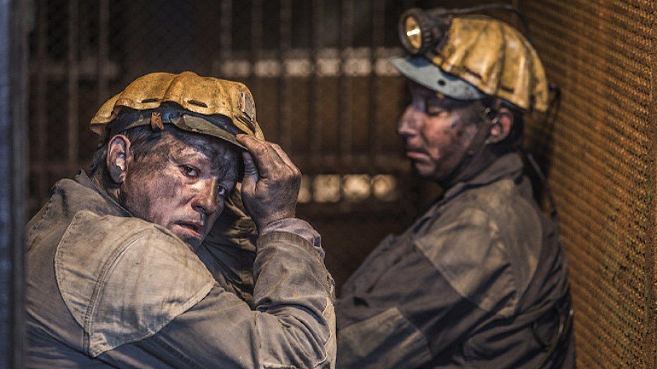 Z filmu Dukla 61 je znát záliba v chlapáctví. Nářečí z úst pražských herců nevadí