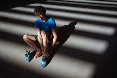 Fotograf HN Lukáš Bíba získal cenu Czech Press Photo za sérii snímků s lezcem Adamem Ondrou