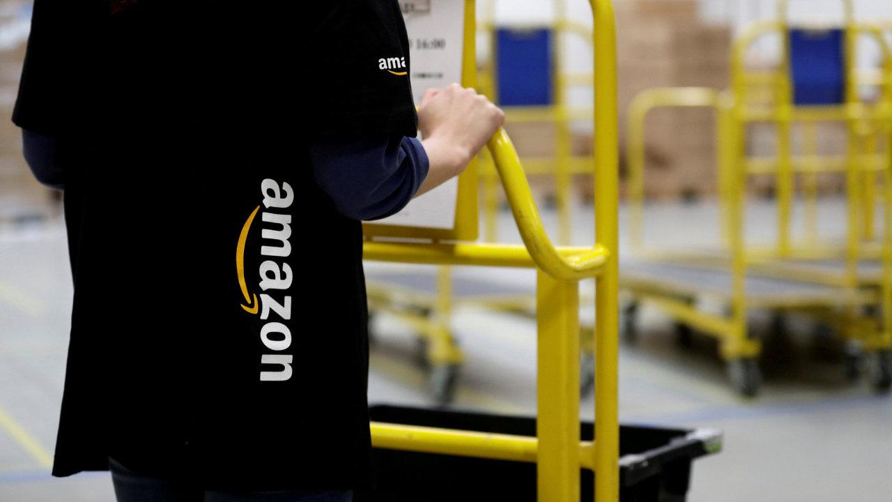 Reportér kanálu M6 natočil ve francouzském skladu Amazonu obrovské množství výrobků určených ke zničení. - Ilustrační foto.