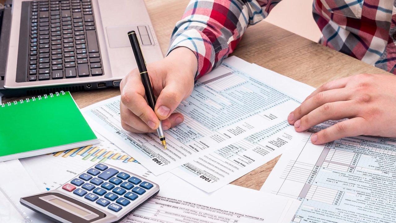 V případě, že nezákonnou daňovou optimalizací ušetřil podnikatel více než 50 tisíc korun, může to pro něj mít i trestní dohru.