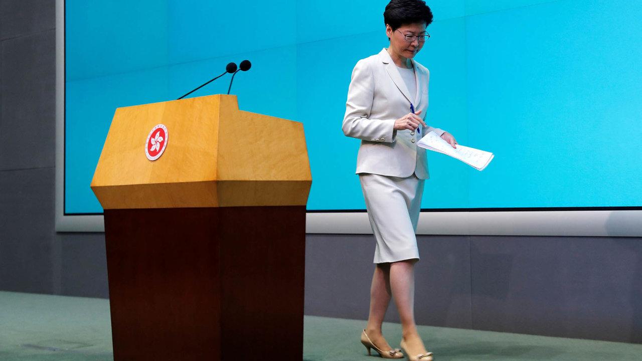 Porážka železné lady: Teprve poté, co proti ní vyšlo demonstrovat na dva miliony lidí, stáhla Lamová kontroverzní návrh zákona.