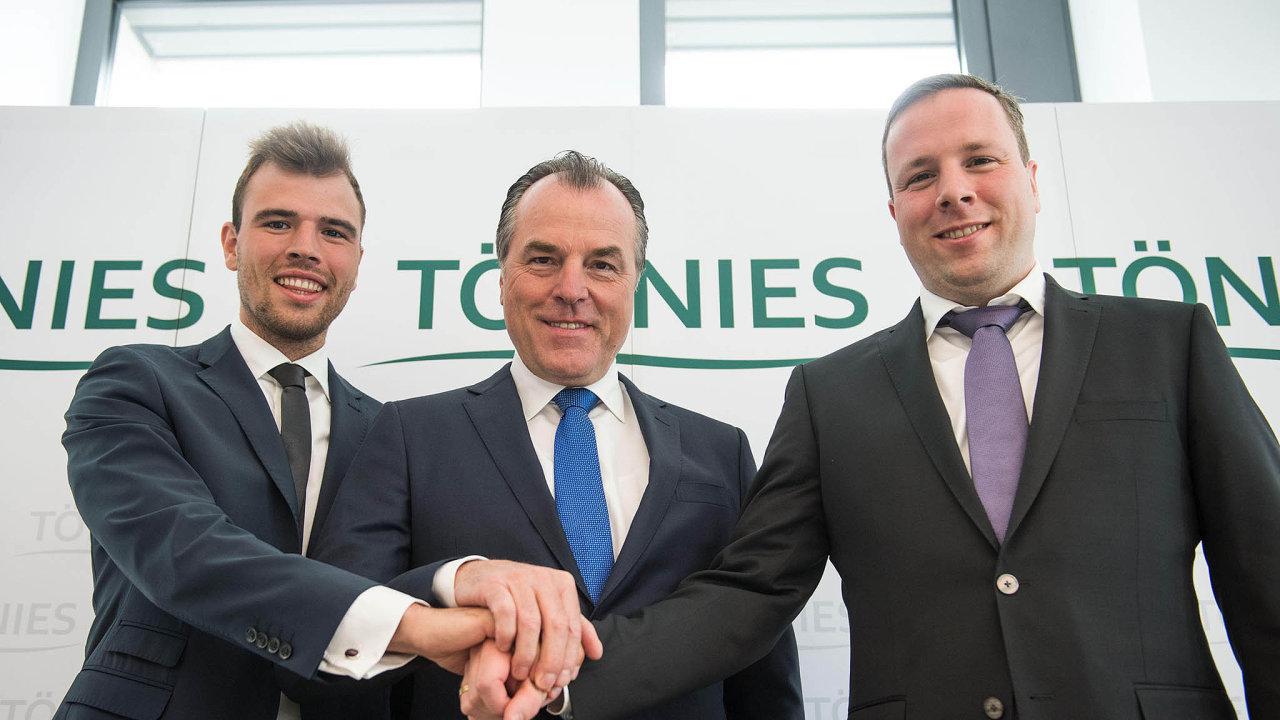 Zleva: Maximilian, Clemens a Robert Tönniesové, když v roce 2017 dosáhli smíru.