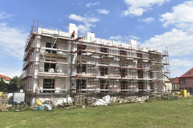 Nové byty se stavějí i v Krnově na Bruntálsku. V areálu po bývalých sovětských kasárnách jich v první fázi vznikne 52, ve druhé dalších 60 .