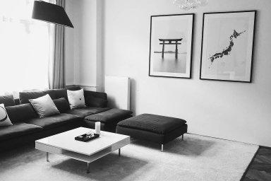"""Petr Ludwig si zařídil svůj byt minimalisticky. Autor knihy Konec prokrastinace se přitom inspiroval japonským stylem. """"Mám vbytě vždy uklizeno adíky této jednoduchosti apořádku se vněm cítím naprosto skvěle."""""""