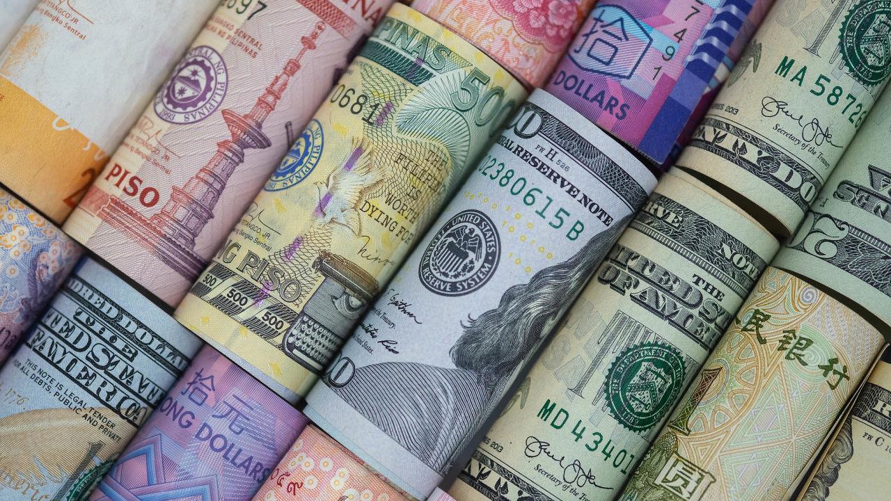 Podle studie World Cash Report 2018 se vhotovosti uhradí nadpoloviční většina transakcí vpětasedmdesáti procentech zemí světa, vČesku celé dvě třetiny všech maloobchodních transakcí.