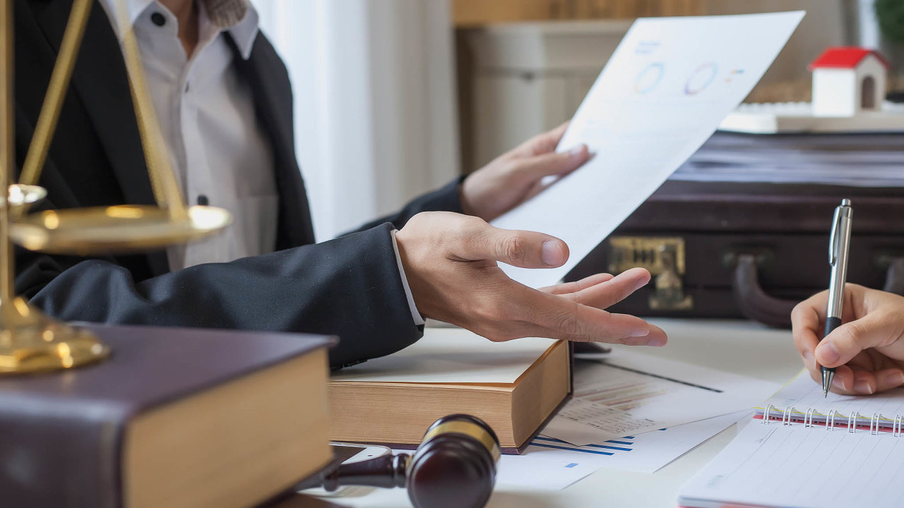 Kromě personálních pohybů na domácí právnické scéně v uplynulých dnech je významný i verdikt magazínu Lawyer Monthly, který zvolil právníkem roku vČesku Davida Mareše z MT Legal.