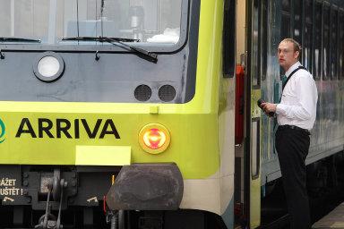 Kromě nedodržování jízdního řádu měla Arriva problém isnefunkčním odbavovacím systémem, informační systém ve vlacích byl ještě na začátku ledna vněmčině.