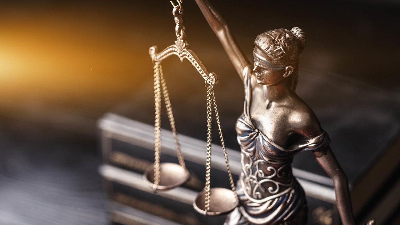 Zákony budou vstupovat v účinnost jen dvakrát ročně − od 1. ledna a od 1. července. To má podnikatelům usnadnit orientaci v předpisech.