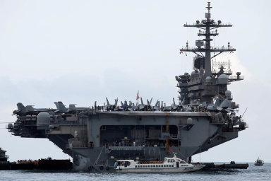 Trump se vložit do sporu o kapitána letadlové lodi. Ten se zastal tisíců námořníků, kterým hrozila nákaza koronavirem