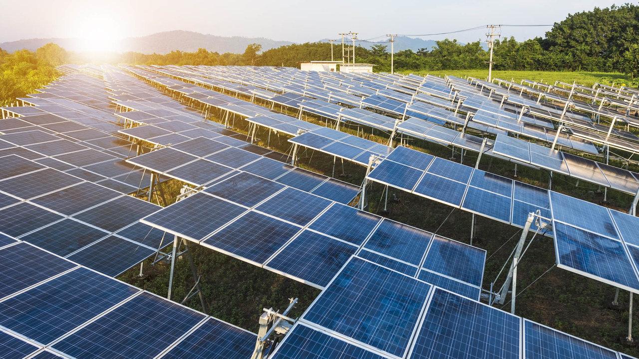 Co snimi, až doslouží? Životnost fotovoltaických panelů je zhruba 20 let. Likvidovat se mají zfondů, dokterých míří recyklační poplatky. VČesku jsou ale jádrem miliardového sporu.
