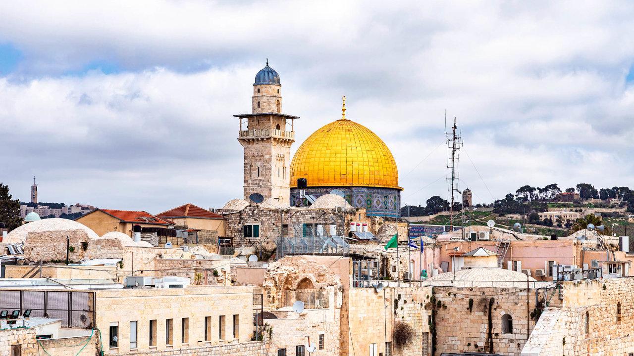 Cesta dosvatého města: Izraelci považují Jeruzalém zasvé tradiční hlavní město. Posvátný je však nejen pro židy, ale ipro muslimy akřesťany. Je jedním znejstarších trvale osídlených měst světa.