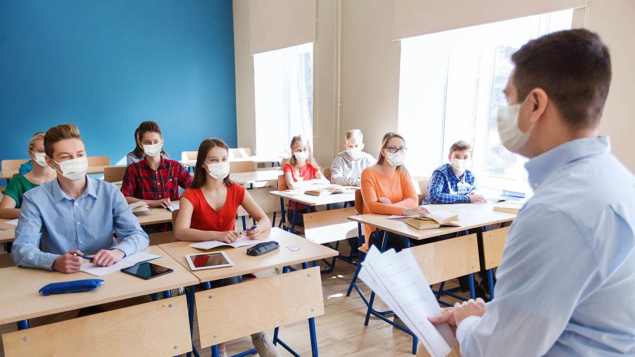 Prezenčně, nebo on-line? Sladit on-line aprezenční výuku je pro mnohé školy takřka nemožné.