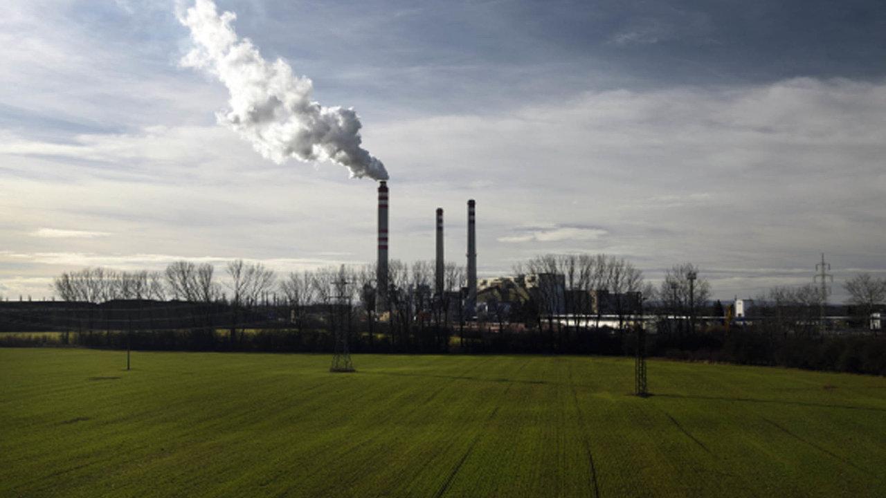 Zuhlí dnes vČesku pochází téměř polovina elektřiny atepla. Uhelná komise vybrala pro konec spalování suroviny, která dramaticky přispívá keglobálnímu oteplování, rok 2038.