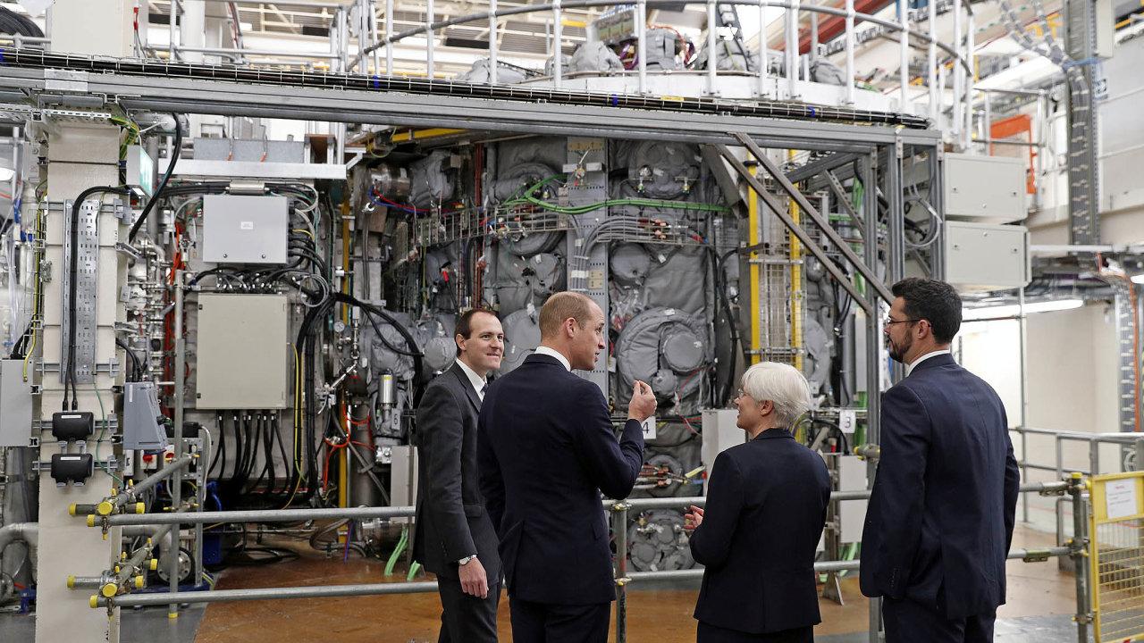 Jako Slunce. Vbritském Culhamském centru pro fúzní energii provedli vlistopadu první úspěšný test reaktoru MAST Upgrade. Uvnitř fúzních reaktorů dochází knapodobování reakcí vnitru Slunce.