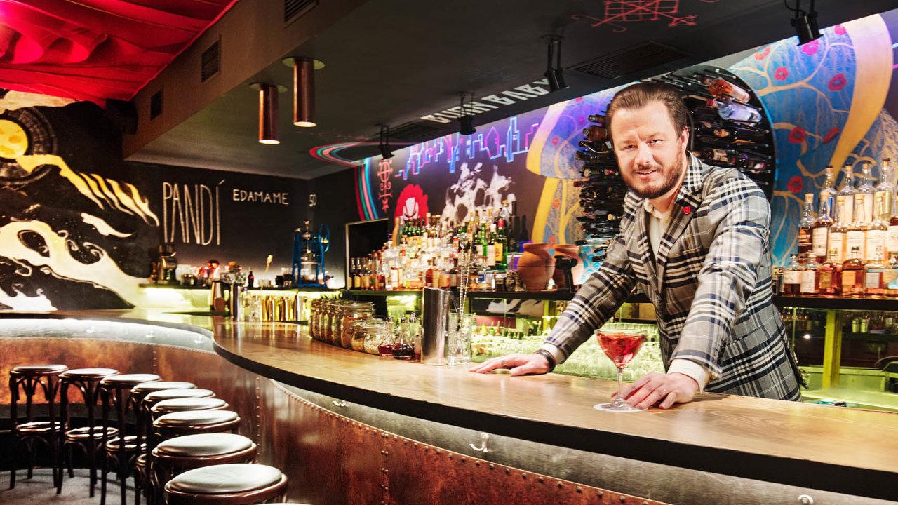 Jan Vlachynský říká, že v jeho podnicích považují bar za vlastní domov, do něhož si zvou hosty na návštěvu.