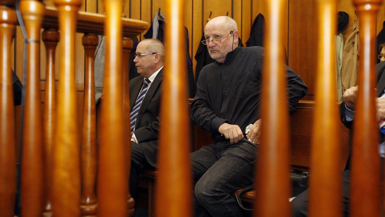 Michal Koliandr a Jiří Balvín v soudní síni. Případem přerovského zámku se již čtyřikrát zabýval Obvodní soud pro Prahu 2 a čtyřikrát Městský soud v Praze. Na stole jej měly i Nejvyšší a Ústavní soud.
