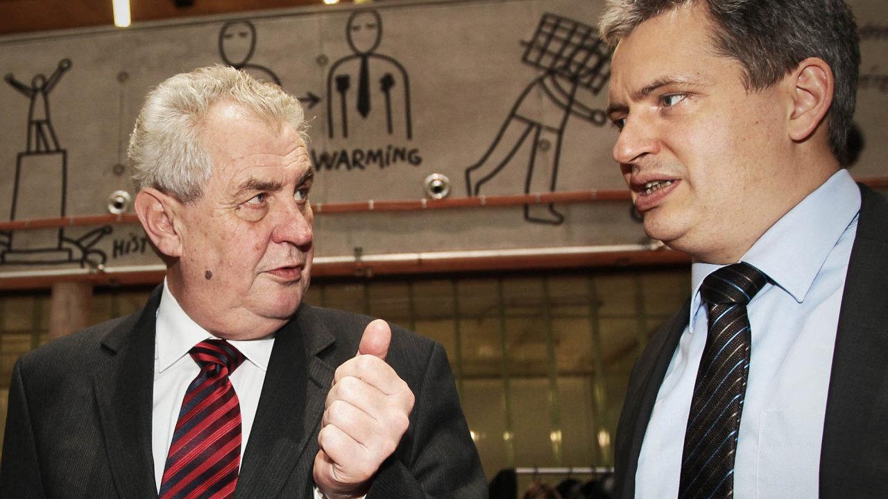 Při prezidentské volbě v roce 2013 měli členové ČSSD dilema, zda podporovat bývalého předsedu Miloše Zemana, nebo kandidáta strany Jiřího Dienstbiera. Od té doby se vliv obou politiků zásadně změnil.