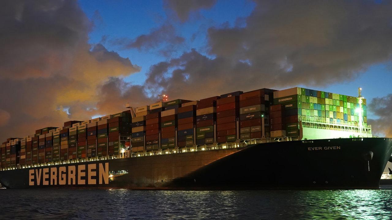 Loď Ever Given, která v březnu blokovala Suezský průplav, připlula ve čtvrtek 29. července v 5.15 ráno do Rotterdamu. V příštích dnech má namířeno do Felixstowe.