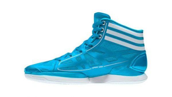 8312585e8a7 Adidas útočí na Nike  Láká basketbalisty na nejlehčí sportovní boty