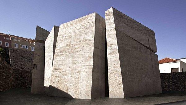 Nový kostel na Kanárských ostrovech je složený ze čtveřice betonových bloků