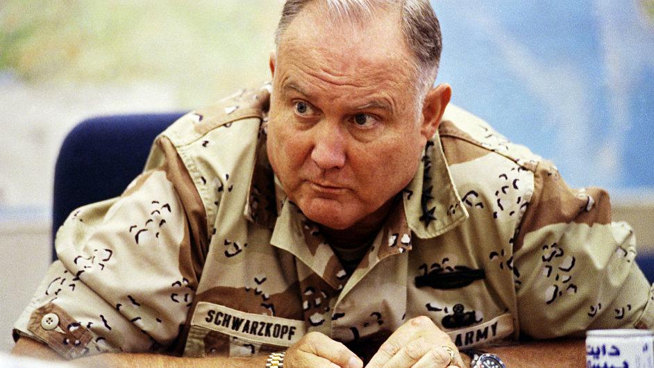 Generál Norman Schwarzkopf, který vedl operaci Pouštní bouře v roce 1991