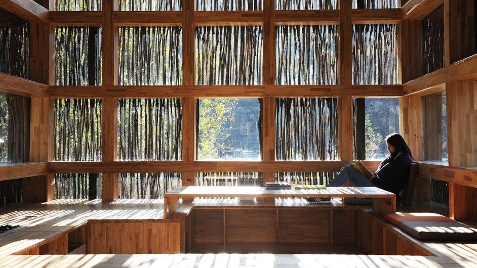 Šetrná knihovna LiYuan v Číně, její plášť je pokrytý větvičkami