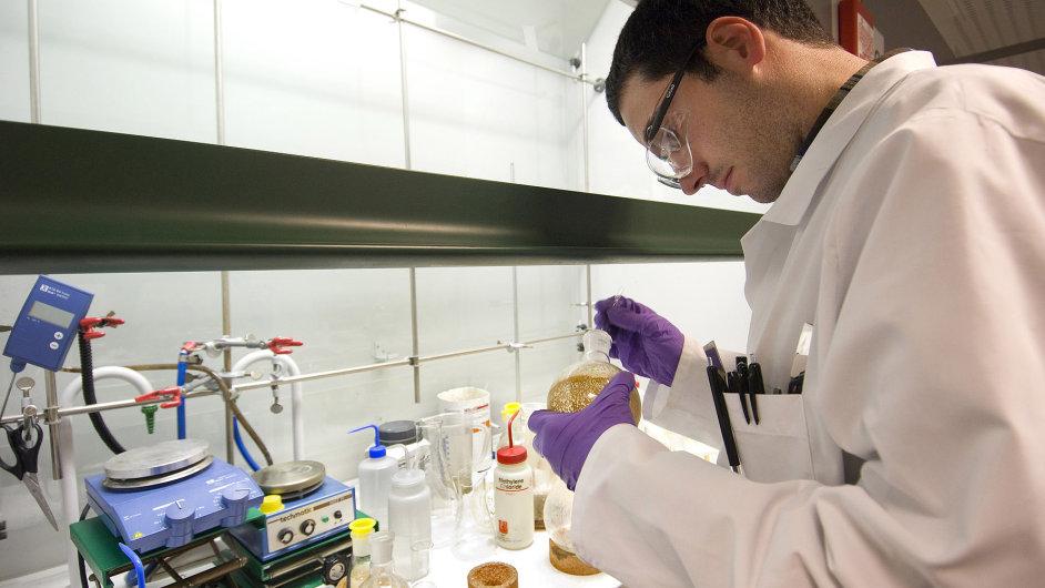 V laboratoři