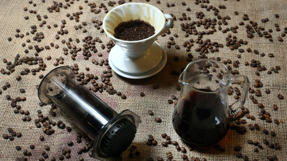 Filtrovaná káva vzhledem připomíná víc čaj než klasické espresso, čaji podobný je také způsob, jak se pije.