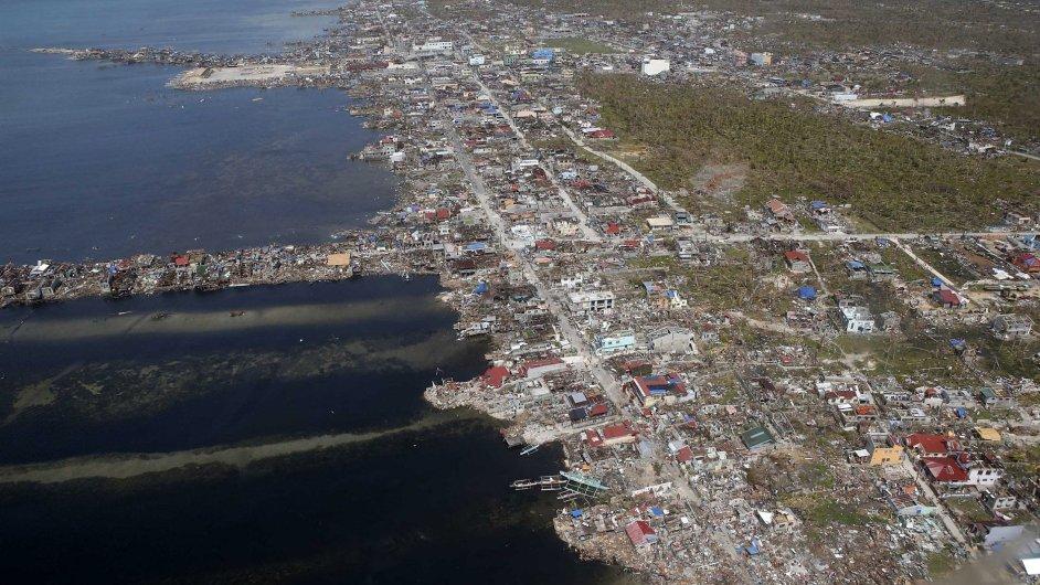 Zdevastované pobřeží filipínské provincie Samar