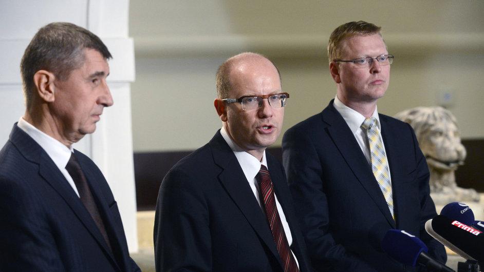 Šéf ANO Andrej Babiš, předseda ČSSD Bohuslav Sobotka a šéf KDU-ČSL Pavel Bělobrádek.