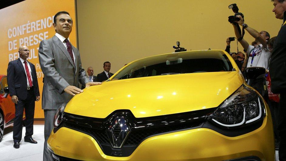 Ředitel automobilky Renault Carlos Ghosn na pařížském autosalonu.