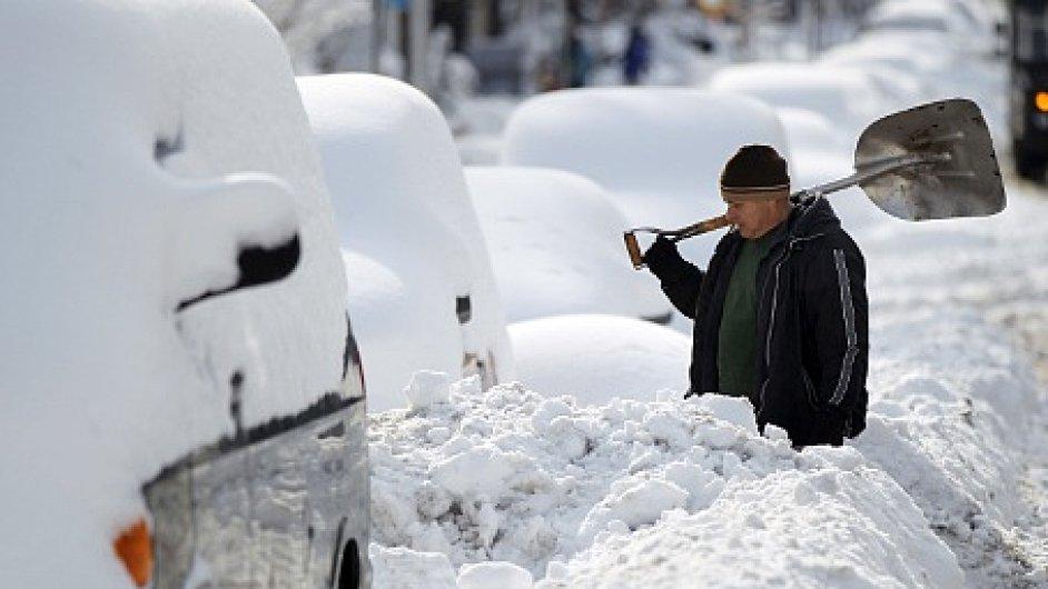 Zásoby zemního plynu se díky pokračujícímu zimnímu počasí ve Spojených státech ztenčují.