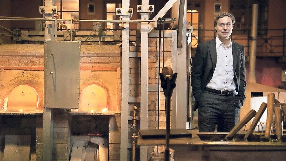 Zakladatel a majitel holdingu Lasvit, Leon Jakimič, začal ve sklářství podnikat před sedmi lety. Dnes firma zaměstnává 350 lidí.
