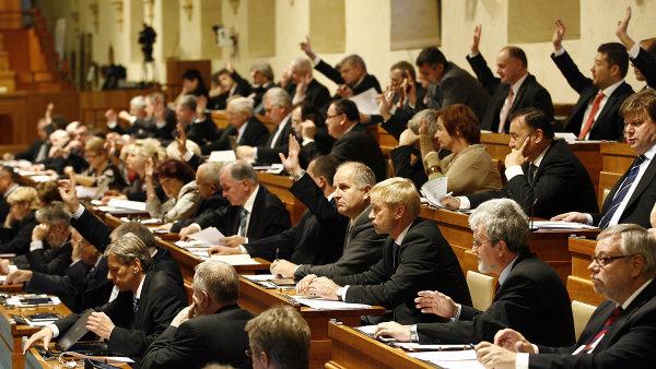 Senát zamítl novelu, která měla držitelům zbraní dát pravomoc zasáhnout v případě ohrožení bezpečnosti České republiky.