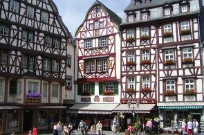 Náměstí v Bernkastel-Kuesu mají jako z marcipánu, lepší je ale zdejší ryzlink