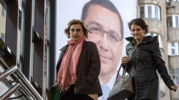 Předvolební průzkumy favorizují současného premiéra Victora Pontu.