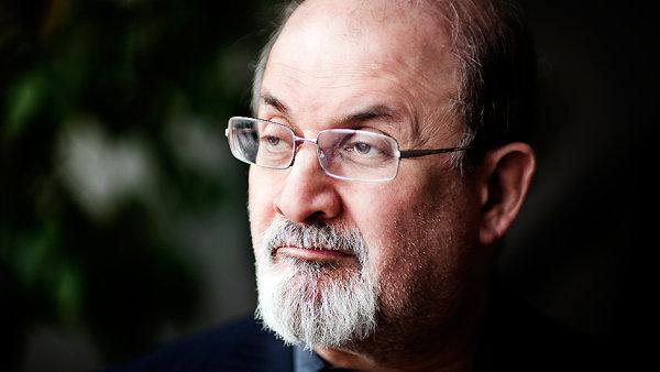 Salman Rushdie letos v �ervnu oslavil 67. narozeniny.