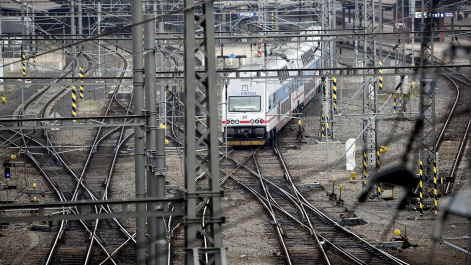 vlak, hlavní nádraží, ilustrační foto