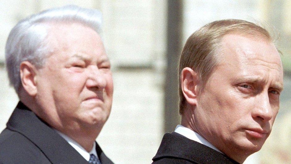 První ruský prezident Boris Jelcin (zemřel v roce 2007) měl podle průzkumů veřejného mínění šťastnou ruku, když svým nástupcem určil Vladimira Putina. Jeho politický styl většině Rusů vyhovuje.