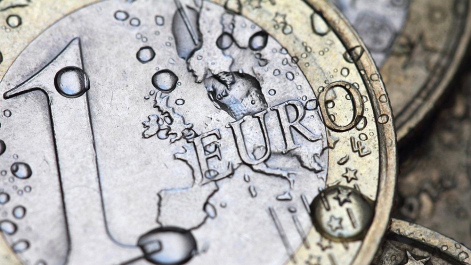 Spotřebitelé v zemích platících eurem v prosinci za stejný objem služeb a zboží zaplatili o 0,2 procenta méně než před rokem. (Ilustrační foto)