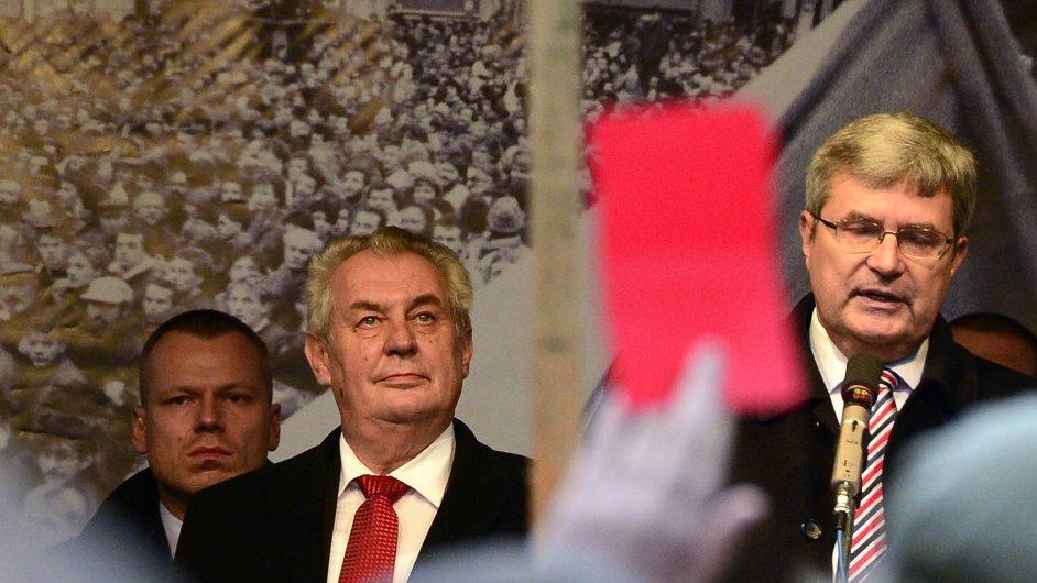 Červená karta pro sportovce: S protesty proti prezidentu Zemanovi se loni svezl i šéf sportu Jansta.