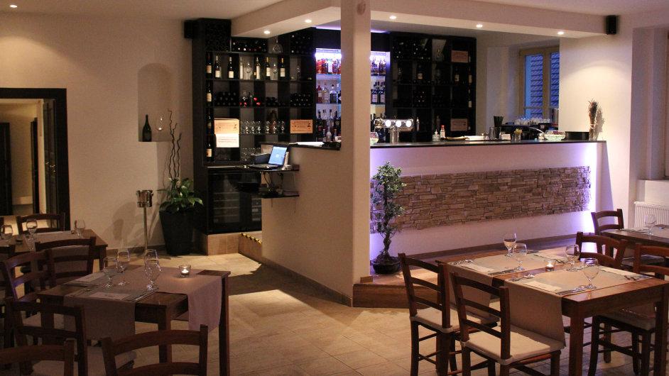 Restaurace Mezi domky stojí na pozůstatcích středověkého hradu.