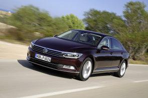 Evropským autem roku se stal VW Passat. Soupeře ve finále přejel o parník