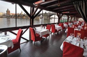 Kampa Park servíruje gurmánský zážitek nad hladinou Vltavy i Čertovky