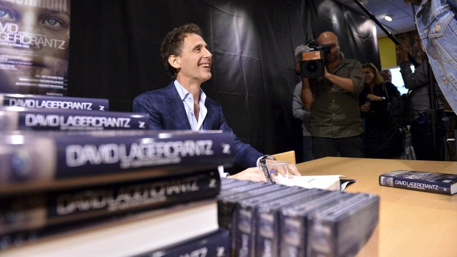 Zároveň ve25 zemích světa včetně Česka vyšlo ve čtvrtek vcelkovém nákladu 2,7 milionu výtisků pokračování trilogie Milénium.
