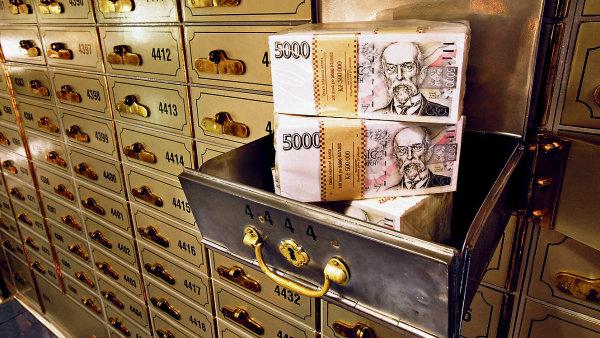 Podle �daj� ministerstva financ� ke konci roku 2014 evidovaly banky pr�m�rn� okolo t�� tis�c ��t�, jejich� denn� z�statek p�ekra�oval 100 tis�c eur - Ilustra�n� foto.