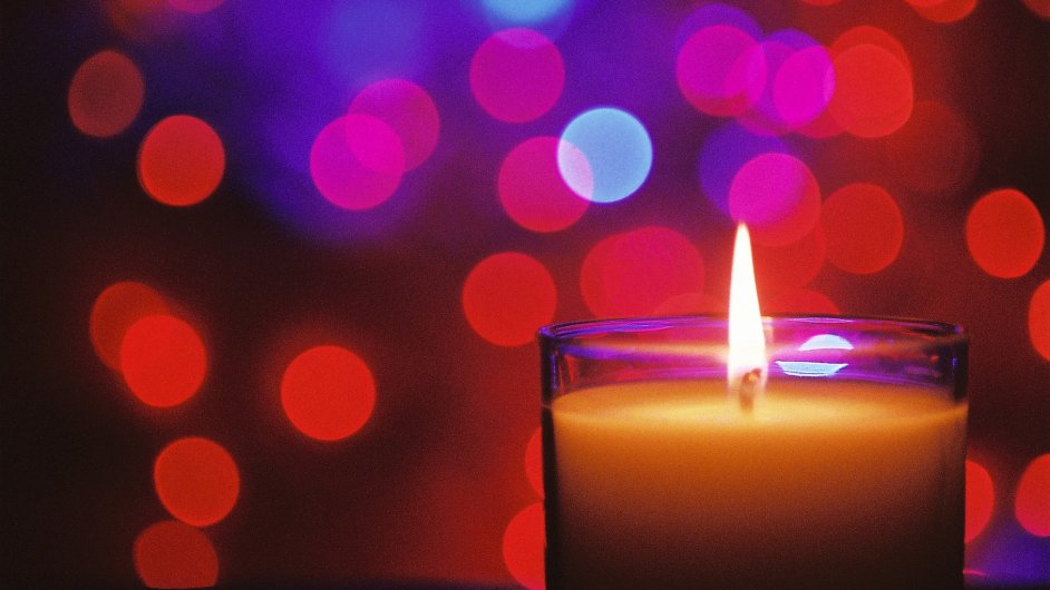 Romantika v podobě svíček může způsobit problémy - Ilustrační foto.