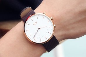Elephone W2: Chytré hodinky se švýcarským strojkem a safírovým sklíčkem za 2750 korun