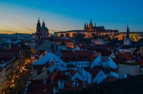Praha pat�� mezi nejromanti�t�j�� m�sta, o valent�nsk�m v�kendu �ek� n�por turist�
