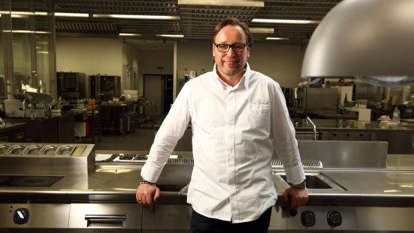 Německý šéfkuchař Thomas Bühner získal třetí michelinskou hvězdičku v roce 2011.